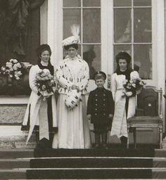Olga, Alexandra, Alexei and Tatiana on the steps of the Catherine Palace at Tsarskoe Selo