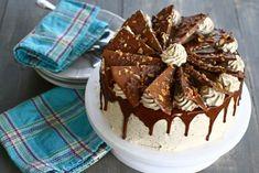 Tort cu nucă și ciocolată Chocolate Glaze Recipes, The Daniel Plan, Jacque Pepin, Cakes And More, Yummy Cakes, I Foods, Cake Recipes, Cake Decorating, Cheesecake