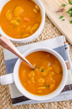 Slimming Eats Syn Free Carrot and Butter Bean Soup - gluten free, dairy free, vegan, pressure cooker (Instant Pot), Slimming World and Weight Watchers friendly Bean Soup Recipes, Lunch Recipes, Healthy Recipes, Healthy Soups, Free Recipes, Slimming World Vegetarian Recipes, Vegetarian Meal Prep, Butter Bean Soup, Butter Beans