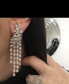 Prom Earrings, Fancy Earrings, Jewelry Design Earrings, Indian Jewelry Sets, Indian Wedding Jewelry, Bridal Jewelry, Diamond Earrings Indian, Diamond Jewellery, Jewelry
