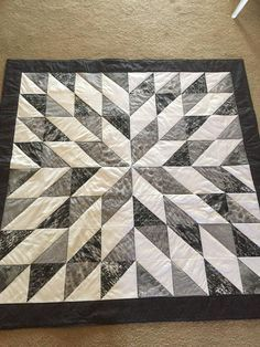 Black and White Starburst This quilt is very vibrant, and makes a great accent for the room. Black, grey, and white in a star-burst design. This measures 56 square. Can be machine wash and dry on gentle cycle. Star Quilt Blocks, Star Quilts, Easy Quilts, Scrappy Quilts, Half Square Triangle Quilts Pattern, Square Quilt, Quilting Projects, Quilting Designs, Quilting Ideas