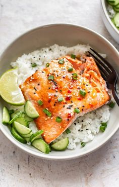 Recipes Salmon This Thai-inspired sweet chili glazed salmon recipe is super quick and insanely delicious! Recipes Salmon This Thai-inspired sweet chili glazed salmon recipe is super quick and insanely delicious! Lime Salmon Recipes, Healthy Salmon Recipes, Fish Recipes, Seafood Recipes, Asian Recipes, Dinner Recipes, Cooking Recipes, Zoodle Recipes, Low Carb Recipes