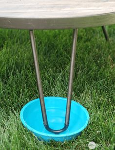 When camping or picnicking, place a bowl or plate with water in it underneath the legs of the table. This prevents ants from crawling up to the food.