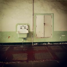 A very basic sink against an aged cream and pale green wall in Alcatraz.. #sink #escape #basic #highwalls #maximumsecurity #Alcatraz #alcatrazisland #sanfrancisco #California #America #tourist #touristattraction #prison #therock #goldengatenationalrecreationarea #sanfranciscobay #federalprison #mostwanted #highsecurity #noescape #architecture #industry #offshore #island #behindbars #prisonlife #prisoncell #confined #trapped #lockedup