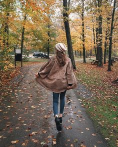Walking down a rain of fall leaves! #seasons #fall #outono #autumn #fallseason #leaves #coloursofautumn @nicholeciotti