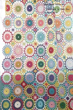 꽃들의 향연 - 꽃모양 모티브 블랭킷 , 손뜨개 커튼 알록달록~ 컬러감이 살아있는 꽃모양 모티브 블랭킷이... Crochet Curtains, Crochet Doilies, Plastic Bag Crochet, Hand Art, Love Crochet, Diy And Crafts, Crochet Patterns, Quilts, Blanket