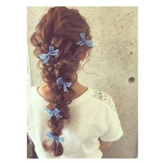 43 Pretty Beautiful and Cute Amazing Hairstyles for Women Add some shiny hairpins to your styling to add luster to your styling. Split your hair in the middle with a comb, squirt it out,… Pretty Hairstyles, Braided Hairstyles, Amazing Hairstyles, Ribbon Hairstyle, Hair Arrange, Hair Pictures, Hair Today, Hair Dos, Hair Designs