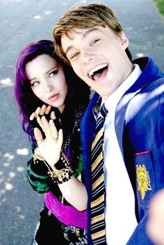 Dove Cameron and Mitchell Hope Descendts Następcy Mal Descendants Mal And Ben, Disney Descendants Movie, Descendants 2015, Disney Channel Movies, Disney Channel Original, Disney Channel Stars, Disney Decendants, Cameron Boyce, Film Serie