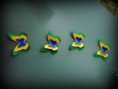 Kit de 10 borboletas grandes nas cores Brasil feitas com papel para scrapbook 180g. R$ 14,00