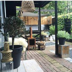 Inspiratie: tuinen in industriële stijl - Alles om van je huis je Thuis te maken | HomeDeco.nl Cottage Garden Patio, Small House Garden, Garden Yard Ideas, Love Garden, Home And Garden, Urban Garden Design, Contemporary Garden Design, Garden Modern, Landscape Design