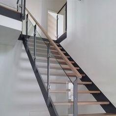 gerade treppe in holz mit stahlgel nder wiehl treppen treppen pinterest treppe. Black Bedroom Furniture Sets. Home Design Ideas