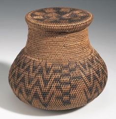Africa | Basket with lid from Sesheko, Barotseland; possibly from the Lozi or Barotse people | Plant fiber, wood and dye | ca. 1907.