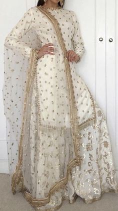 Discover recipes, home ideas, style inspiration and other ideas to try. Pakistani Formal Dresses, Pakistani Outfits, Indian Outfits, Indian Dresses, Gharara Designs, Kurti Designs Party Wear, Indian Designer Suits, Suit Fashion, Fashion Black
