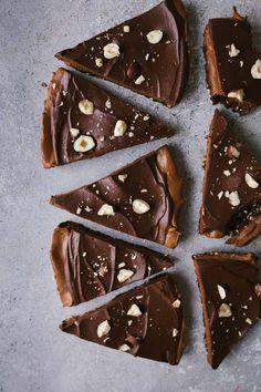 Vegan Chocolate Sweet potato Pie {gluten-free and no refined sugar} (Vanillacrunnch) Vegan Chocolate, Chocolate Recipes, Chocolate Heaven, Vegan Sweet Potato Pie, Tarte Vegan, Smoothies, Quinoa, Walnut Recipes, Crockpot