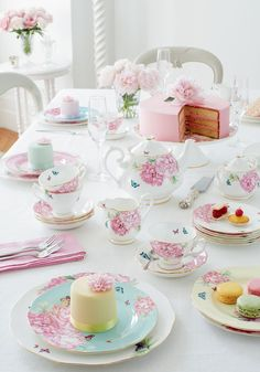 Miranda Kerr for Royal Albert tea set, floral tea set. Afternoon Tea Parties, Tea Party Birthday, Balloon Birthday, Girls Tea Party, Royal Albert, High Tea, Tea Time, Tea Cups, Miranda Kerr