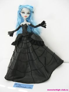 tutorial and pattern for another Gothic style dress Monster High Crafts, Monster High Doll Clothes, Monster High Custom, Monster High Repaint, Monster High Dolls, Doll Dress Patterns, Barbie Patterns, Clothing Patterns, Barbie Dress