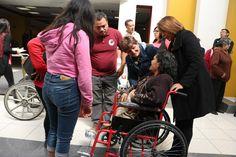 ENTREGAN SILLAS DE RUEDAS A PERSONAS CON DISCAPACIDAD EN XOCHIMILCO