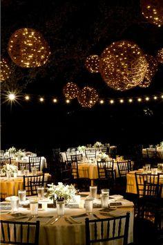 big backyard tent wedding ideas   Cómo Decorar una Fiesta al Aire Libre con Luces para exterior
