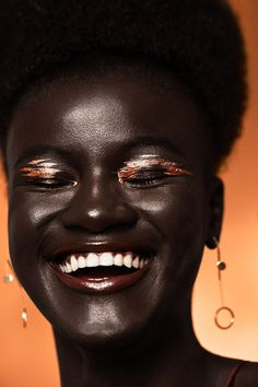 [BEAUTY] Black is beautiful 😍😍 Model : Khoudia Diop ( Credits : Styled By Jenny Hartman MUA : Caitlin Wooters Hair by Eloise Cheung Metallic Makeup, Creative Eye Makeup, Dark Skin Beauty, Black Beauty, My Black Is Beautiful, Beautiful Lips, Gorgeous Makeup, Beautiful Pictures, African Beauty