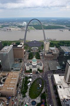 Aerial photos shot from a helicopter above the St. Louis Blues Stanley Cup victory parade down Market Street and celebration under the Arch in St. Louis on Saturday, June Saint Louis Arch, St Louis Mo, St Louis Blues, Missouri Town, St Louis Skyline, Backpacking Spain, Route 66 Road Trip, Spain Culture, Gateway Arch