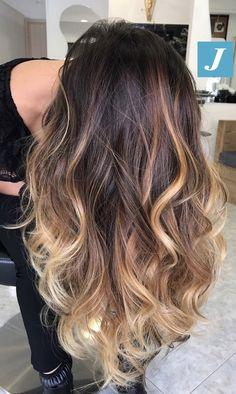 Cambiando la prospettiva la perfezione del Degradé Joelle non cambia! #cdj #degradejoelle #tagliopuntearia #degradé #igers #musthave #hair #hairstyle #haircolour #longhair #ootd #hairfashion #madeinitaly #wellastudionyc
