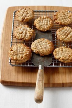 The only thing better than a good batch of peanut butter cookies is one that's easy to make.