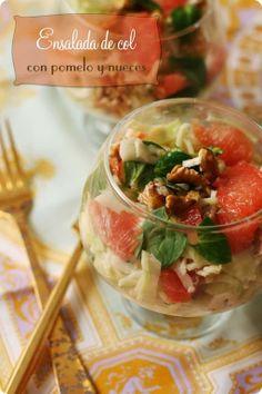 Ensalada de col con pomelo y nueces