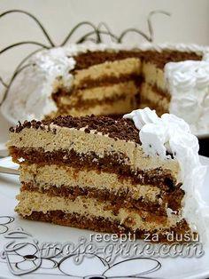 Potreban materijal: Za kore: 7 belanca 250g šećera 300g oraha 1 kašika brašna 1 kašika prezli Za fil: 7 žumanca 7 kašika šećera 1 kesica vanilin šećera 1 mala kašičica brašna 5 kašika jake skuvane kafe 250g maslaca Potrebno je još: 100ml slatke pavlake prah šećer po ukusu 1 štangla čokolade pola šolje pripremljene bele …
