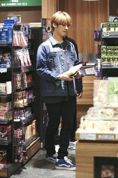 minho as boyfriend material Lee Minho Stray Kids, Lee Know Stray Kids, Lee Min Ho, Look At The Stars, Kpop Outfits, Airport Style, Kpop Boy, Boyfriend Material, K Idols