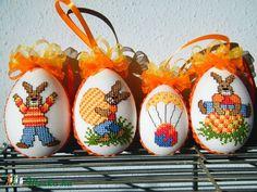 keresztszemes hímzésel készült tojás, Húsvéti apróságok, Dekoráció, Ünnepi dekoráció, Dísz, Meska