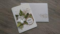 **Karte aus hochwertigem Karten- und Designerpapier mit einem tollen gestempelten Hintergrundmotiv sowie gestanzten Elementen. ** **Farben:**  Flüsterweiß, Wildleder, Savanne,Olivgrün,...