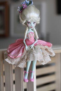 Frankie Antoinette by Fruity Blythe - Vicky