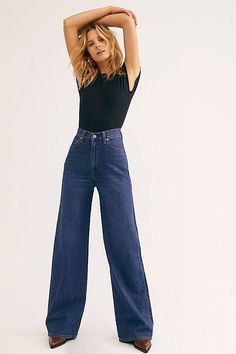 These Are the 21 Most Flattering Jeans—You're Welcome | Who What Wear Smart Casual Jeans, Formal Smart Casual, Jeans Levi's, Wide Leg Jeans, Skinny Jeans, 90s Jeans, Ripped Jeans, Outfits Mujer, Jean Outfits