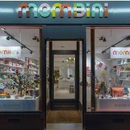 Une boutique ludique et colorée dédiée aux jouets et à la déco pour enfants, mais pas seulement... Un espace café et un espace jeux permettent aux enfants de s'amuser pendant que les parents se ...