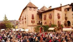 If Snow White had been Italian? Probably She would live in a small valley near the Alps in Trentino. So, come with us and find out the Non valley and its Pomaria! | http://italian-traditions.com/events/festivals/pomaria-valle-di-non-second-weekend-october/