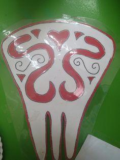 Peineta andaluza, arabesco recortado sobre cartulina roja.pinta imagina