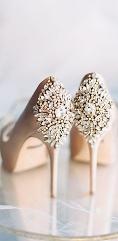 Ideas For Bridal Shoes Gold Zapatos Fancy Shoes, Pretty Shoes, Beautiful Shoes, Cute Shoes, Me Too Shoes, Gold Bridal Shoes, Wedding Shoes, Blue Bridal, Gold Shoes