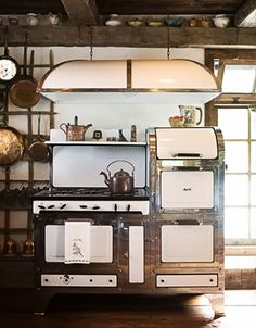 Vintage Stove. Oh how I dream of this in my kitchen... no matter what house I live in.