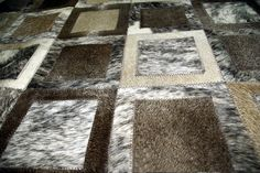 Brand: Pura The final and total price is from 129 € / square meter These carpets are manufactured in detail using a combination of cowhides high quality, to create a truly ... #alfombras #cebra #leopardo #kuhfell