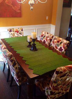 Knitted table runner