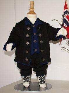 Strikk nydelig festdrakt, inspirert av Nordlandsbunaden! Vi har blitt inspirert av Nordlandsbunaden, og kombinert vårt eget mønster til en nordlandsinspirert festdrakt. Baby Barn, Knit Crochet, Sewing, Knitting, Children, Sweaters, Jackets, Fashion, Tejidos