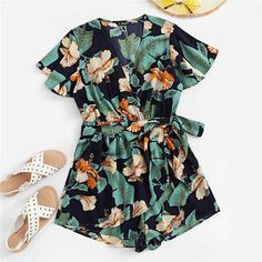 Looking for Milumia Women Boho Floral Print Short Sleeves Deep V Neck Wrap Belted Romper ? Check out our picks for the Milumia Women Boho Floral Print Short Sleeves Deep V Neck Wrap Belted Romper from the popular stores - all in one. Beach Playsuit, Boho Romper, Fashion News, Boho Fashion, Fashion Black, Vintage Fashion, Georgia, Mode Boho, How To Roll Sleeves