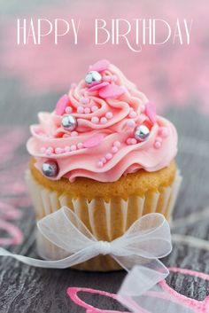 Easy ideas for decorating cupcakes for birthday parties and other celebrations. We'll show you topping ideas, the right icing tools, and other tips for making your cupcakes festive! Cupcakes Rosa, Pretty Cupcakes, Beautiful Cupcakes, Pink Cupcakes, Yummy Cupcakes, Cupcake Cakes, Valentine Cupcakes, Princess Cupcakes, Cup Cakes