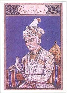 Yalaluddin Muhammad Akbar (15 de octubre de 1542 - 27 de octubre de 1605), más conocido como Akbar (grande en lengua árabe) , fue un gobernante del Imperio mogol desde 1556 hasta 1605. Se le considera el mayor de los emperadores mogoles.