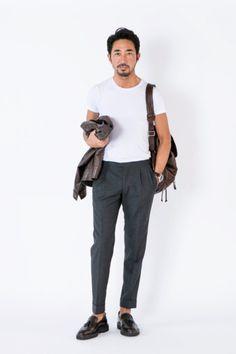 前回は海外出張時のスーツの着崩し方をご紹介しましたが、今回は海外出張に行く時のスタイルをご紹介します。詳細は、リンクを貼っておきましたので、まずはそちらをご覧になってください。アイテム レザー/エン… Blazer Outfits Men, Outfits Hombre, All Black Men, Style Masculin, Big Men Fashion, Herren Outfit, Badass Style, Sartorialist, Look Vintage