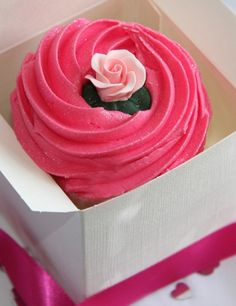 ♔ Gorgeous Cupcake given as a gift!