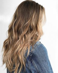 Find a lot of Awesome Medium Haircuts at Barbarianstyle.net #beauty #midhaircut #hairstyle # haircut #mediumcut Caramel Blonde Hair, Brown Blonde Hair, Caramel Balayage, Dirty Blonde Hair With Highlights, Caramel Highlights, Blonde Honey, Natural Blonde Hair Dye, Dark To Blonde, Bleached Blonde Hair