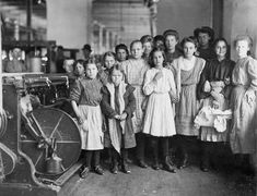 Textile mill workers in Newberry, South Carolina, in <span>December of 1908.</span>