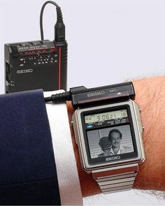Think about this SEIKO TV-WATCH display, pixels, 10 shades of grey; 5 hours battery life (TV), 10 hours (sound only); time and… Retro Watches, Vintage Watches, Cool Watches, Watches For Men, Unusual Watches, Amazing Watches, Radios, Alter Computer, Tv Vintage