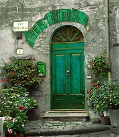 Green Entry, Tuscany, Italy photo via anna